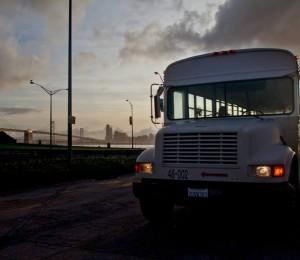 In viaggio in Messico su un vecchio Bus della compagnia petrolifera Chevron.